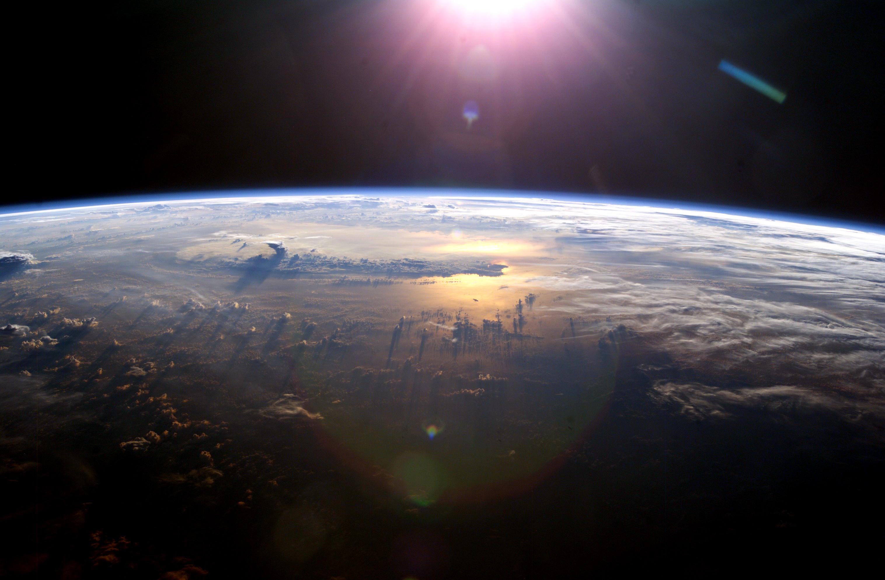 http://antwrp.gsfc.nasa.gov/apod/image/0804/ISS007-E-10807_highres.jpg