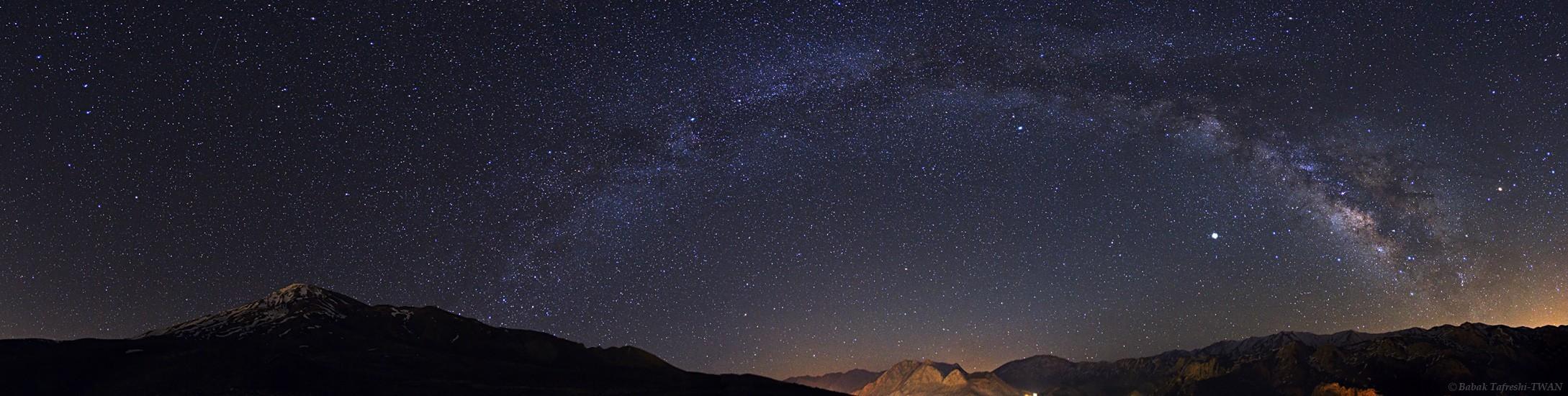 La Vía Láctea sobre la Montaña Alborz