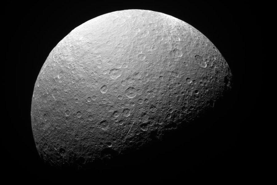 Antiguos cráteres en la Rea austral