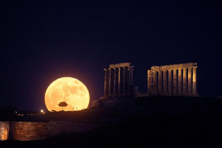 La salida lunar del solsticio en Cabo Sunión