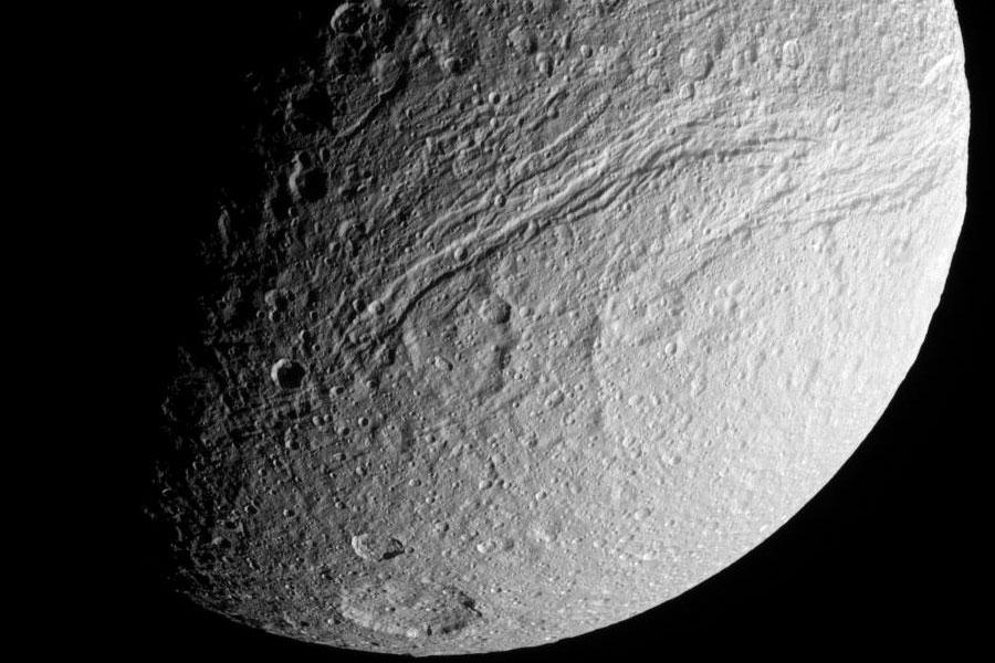 Ithaca Chasma: la Gran Grieta en Tetis de Saturno