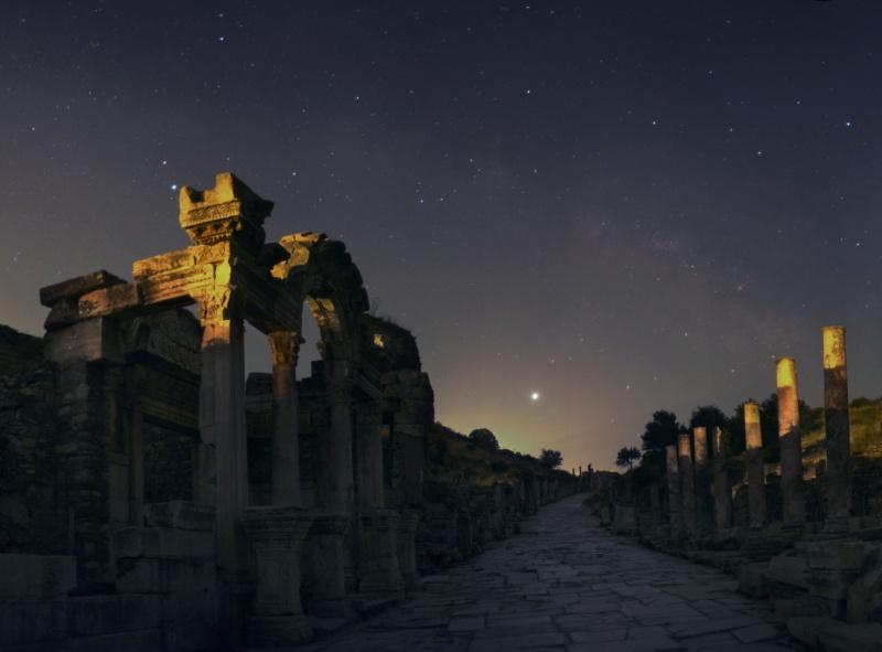 Astronomie et espace - Page 4 EphesusHadrianus_center