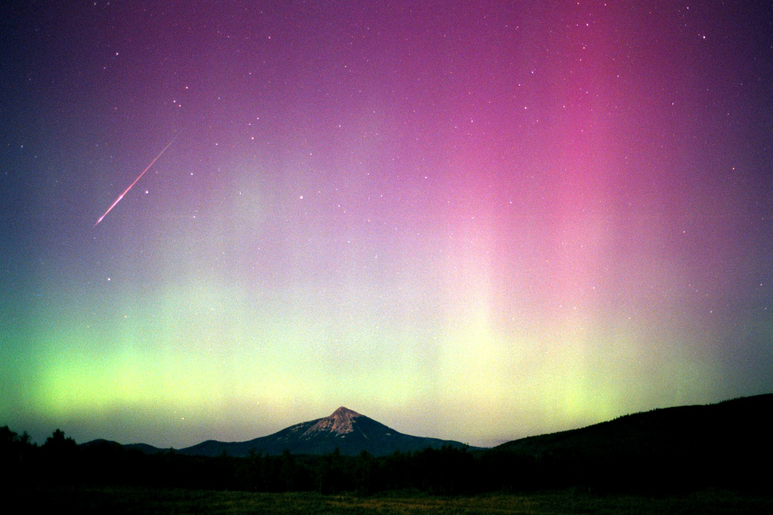 apod: 2008 august 9 - aurora persei, Presentation templates