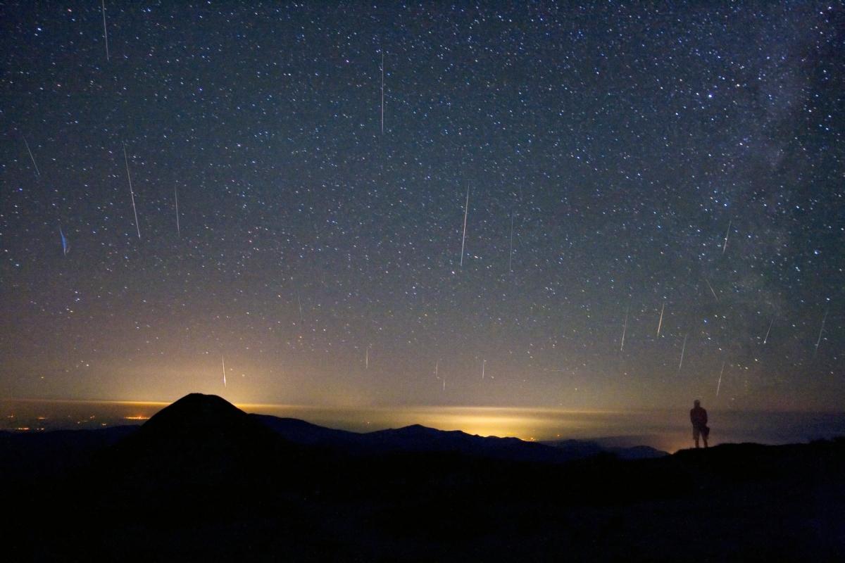 APOD: 2008 September 11 - Mountain Top Meteors
