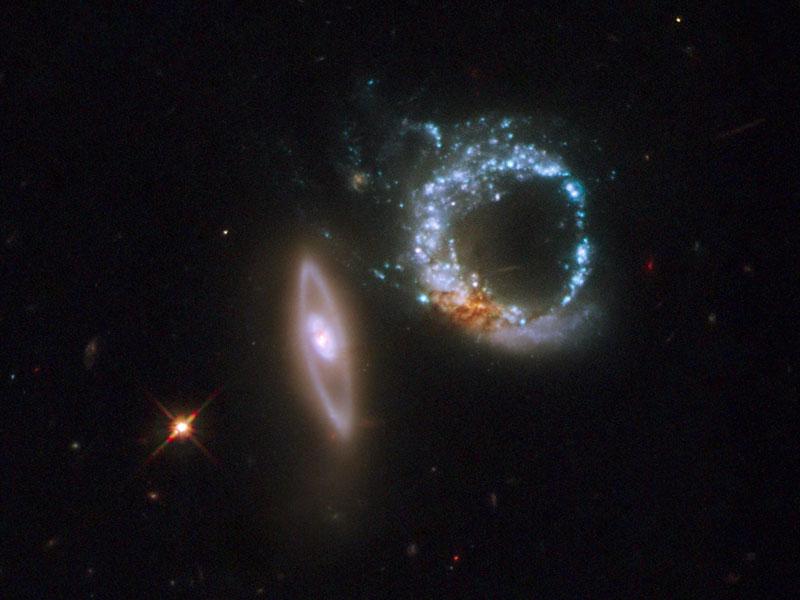 Las galaxias de doble anillo de Arp 147 desde el Hubble