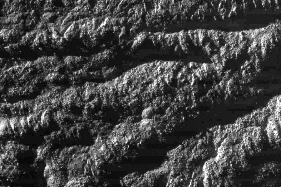 1700 kilómetros por encima de Encelado