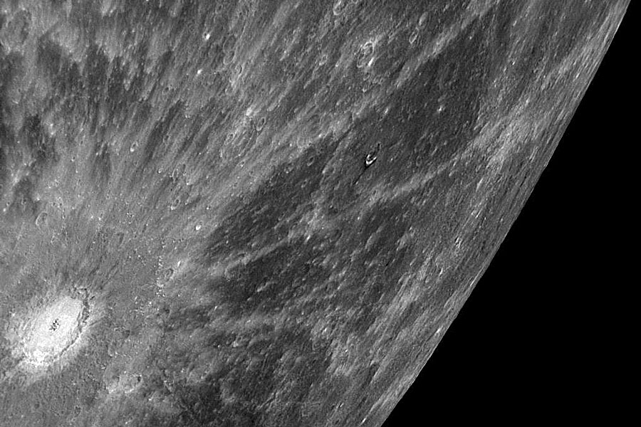 Un espectacular cráter rallado en Mercurio