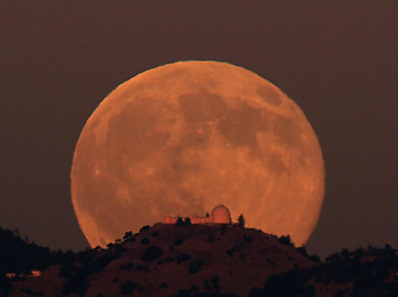 Salida de la Luna en el observatorio Lick