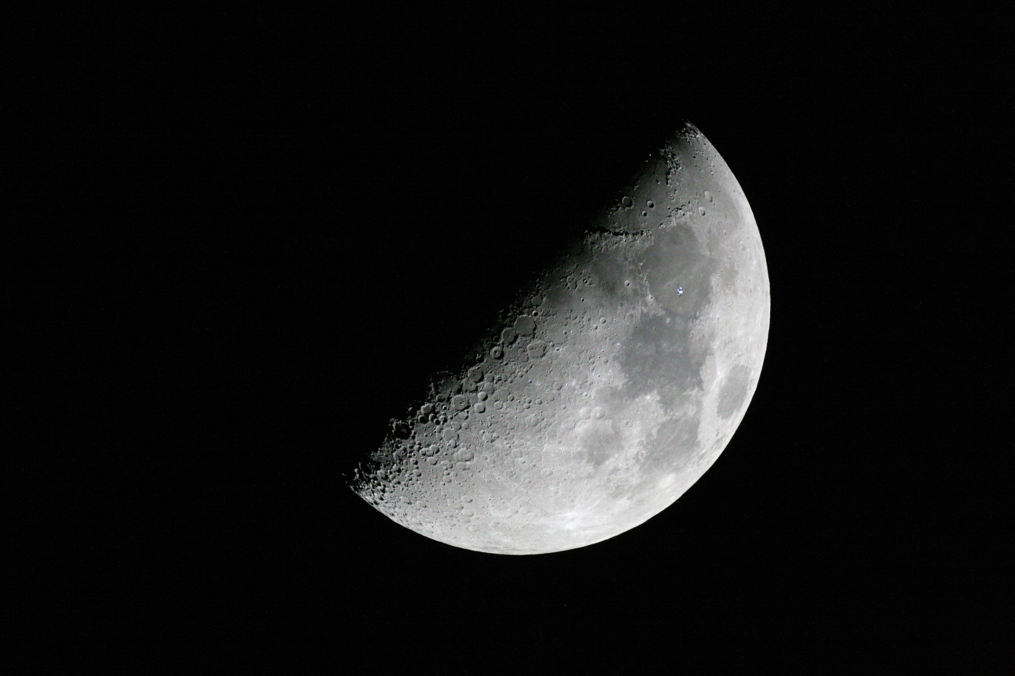 moon space station pictures - photo #18