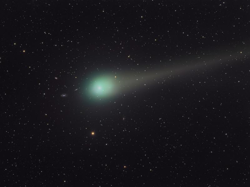 El Cometa Lulin y las Galaxias Lejanas
