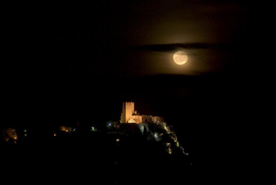 Castillo y Luna Llena