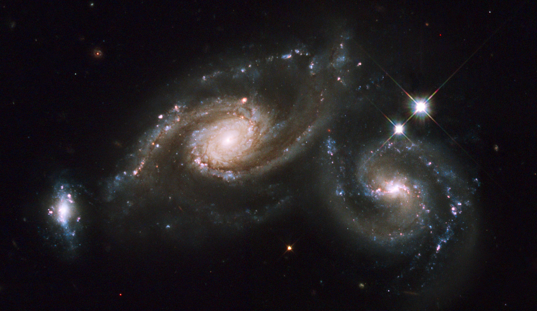 APOD: 2009 April 7 – The Colliding Spiral Galaxies of Arp 274