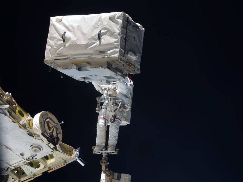 Cabeza de astronauta mejorada durante paseo espacial