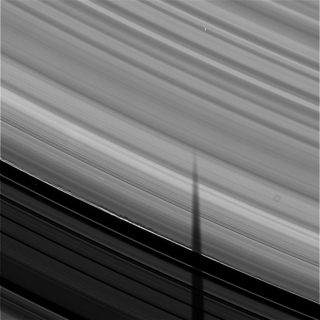 La plus spectaculaire image de Cassini Shadows_cassini_big