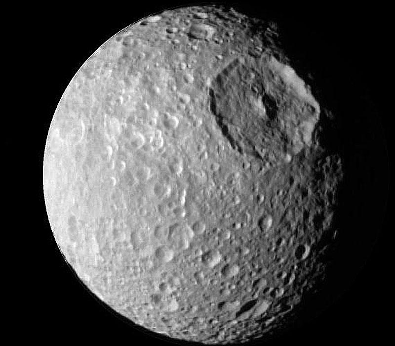 Mimas: La pequeña luna con un gran crater