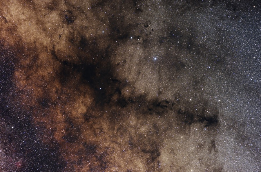 Al este de Antares