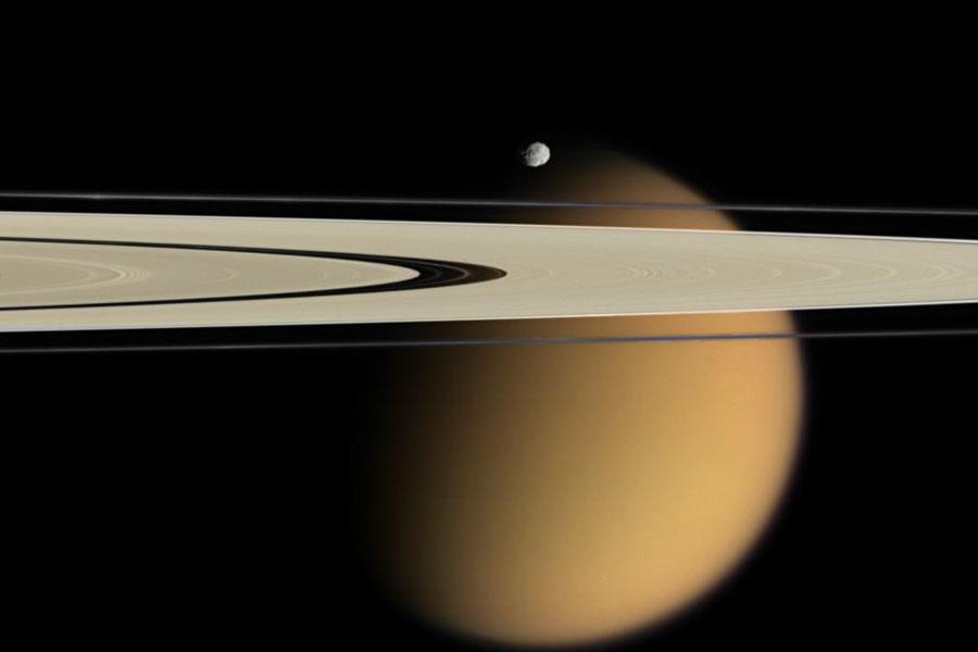 Titán más allá de los Anillos