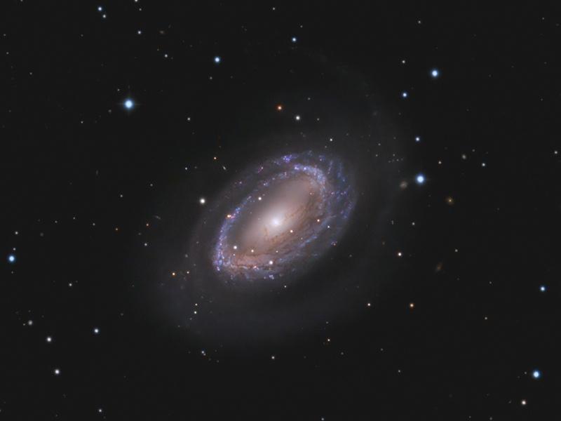 La Galaxia espiral de un brazo NGC 4725