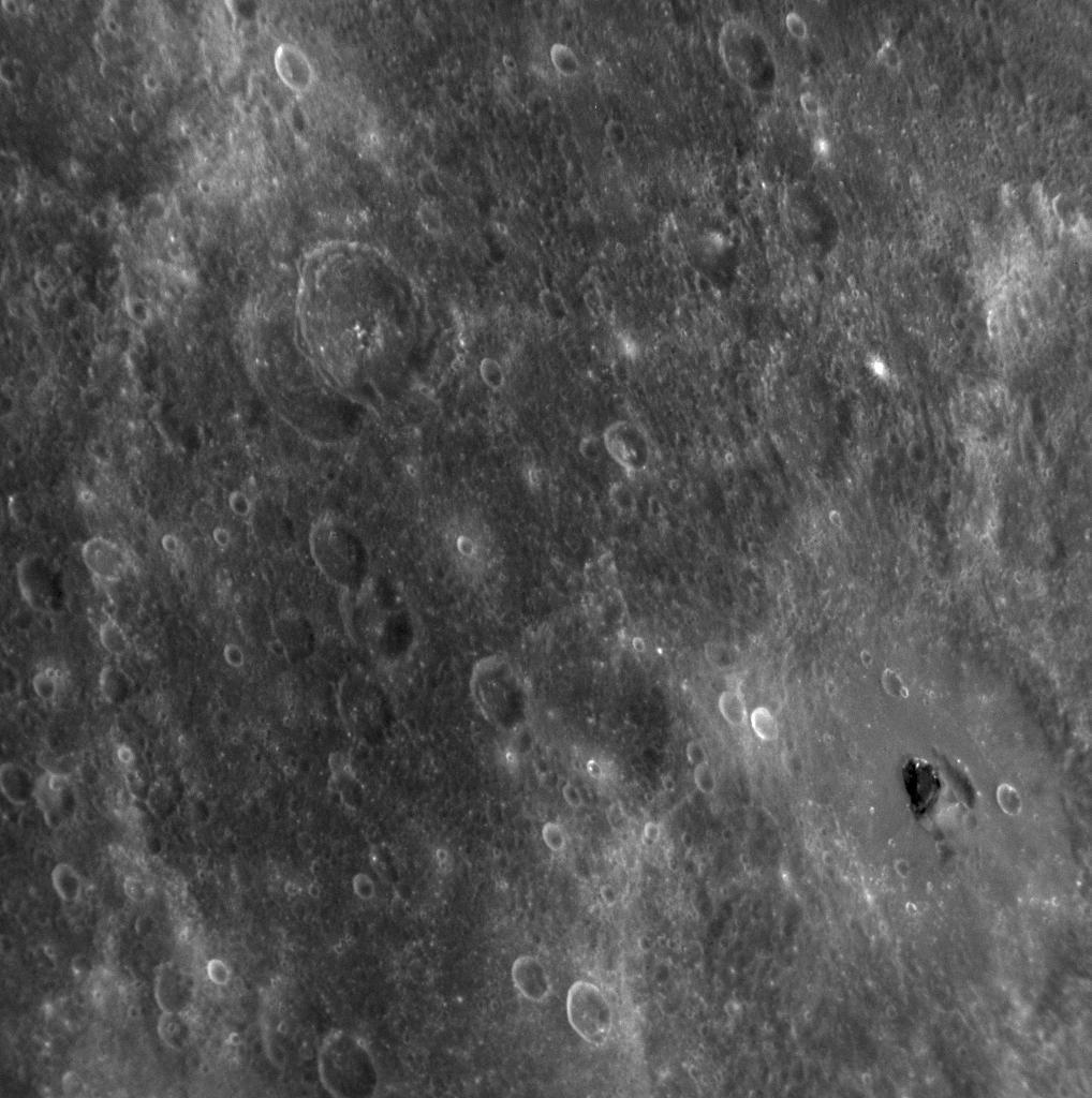Trois vaisseaux gigantesques seraient positionner  sur les anneaux de SATURNE - Page 2 Darkmercury_messenger_big