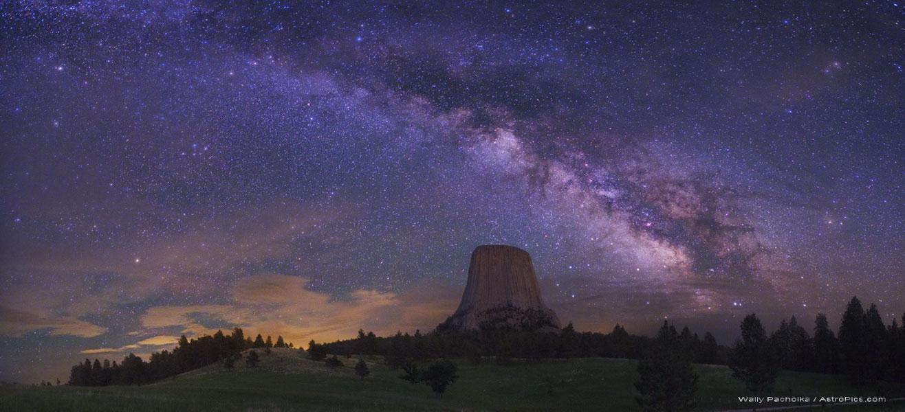 La Vía Láctea sobre la Torre del Diablo
