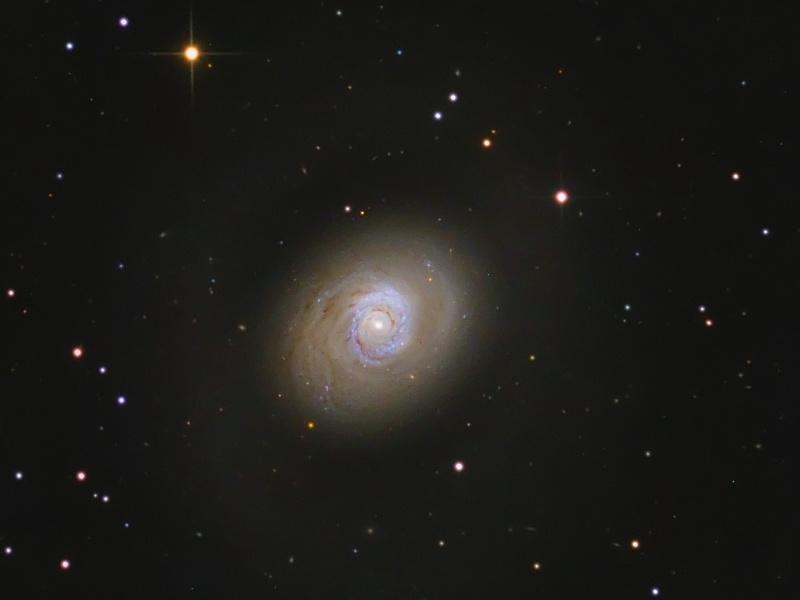 Galaxia de brotes estelares M94