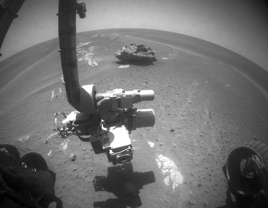 """图片说明:火星上的""""布洛克岛(Block Island)""""岩石,版权:NASA&喷气推进实验室"""