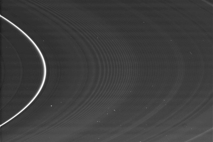 图片说明:土星的春分环,版权:卡西尼队,国际空间站,喷气推进实验室,欧空局,美国航天局