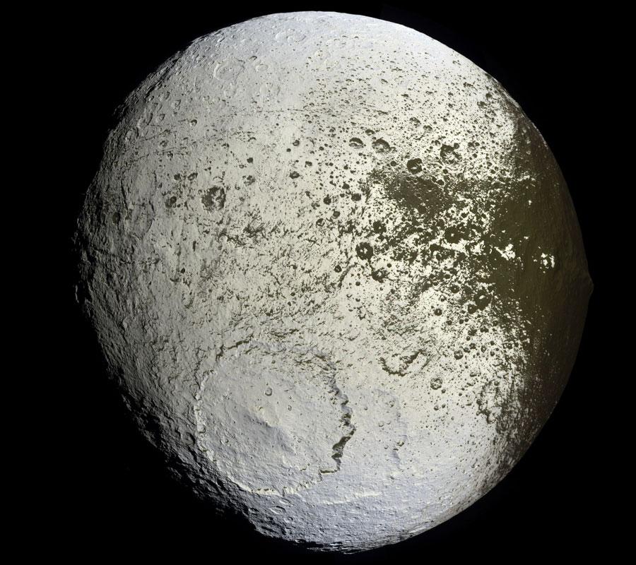 Jápeto de Saturno: la Luna Pintada