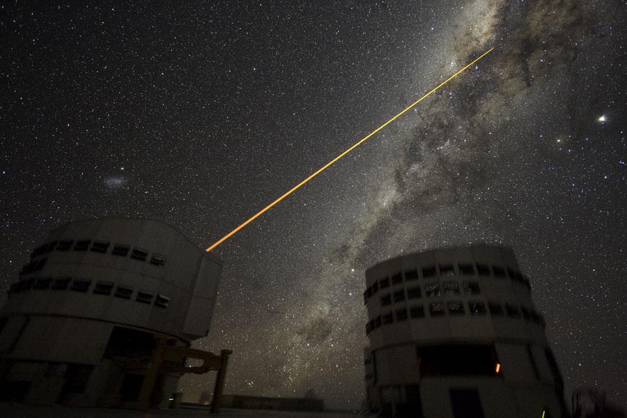 图片:天文台发射的激光束,版权:Yuri Beletsky&ESO