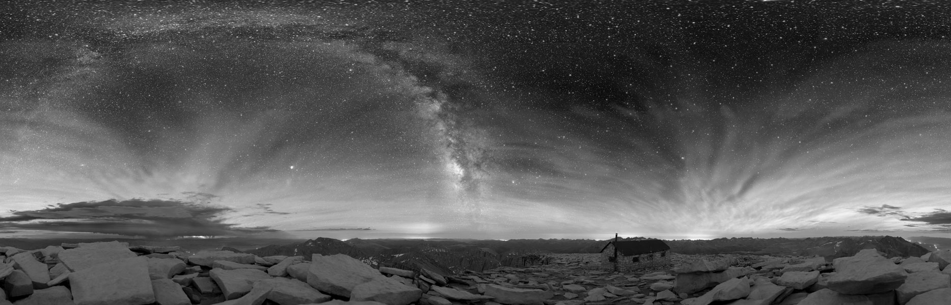Cielo oscuro sobre el Parque Nacional de las Secuoyas