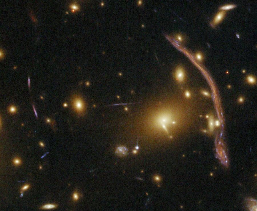 Abell 370: Lente gravitacional de un cúmulo de galaxias