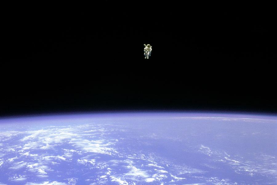 Volando libre en el espacio