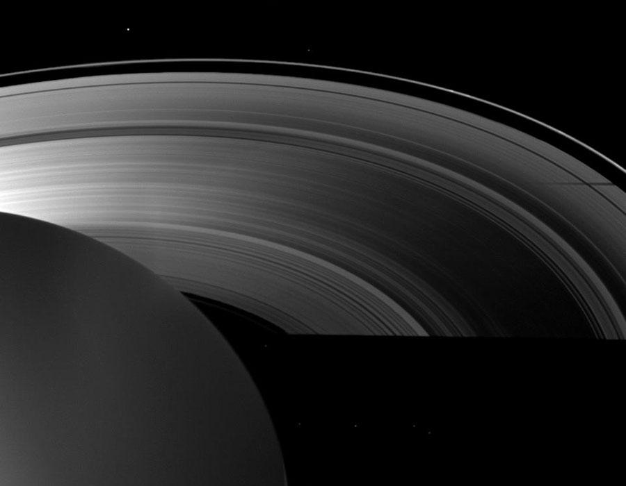 Sombras de Saturno en el equinoccio