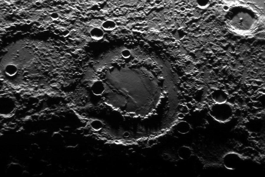 水星上的双环陨石坑