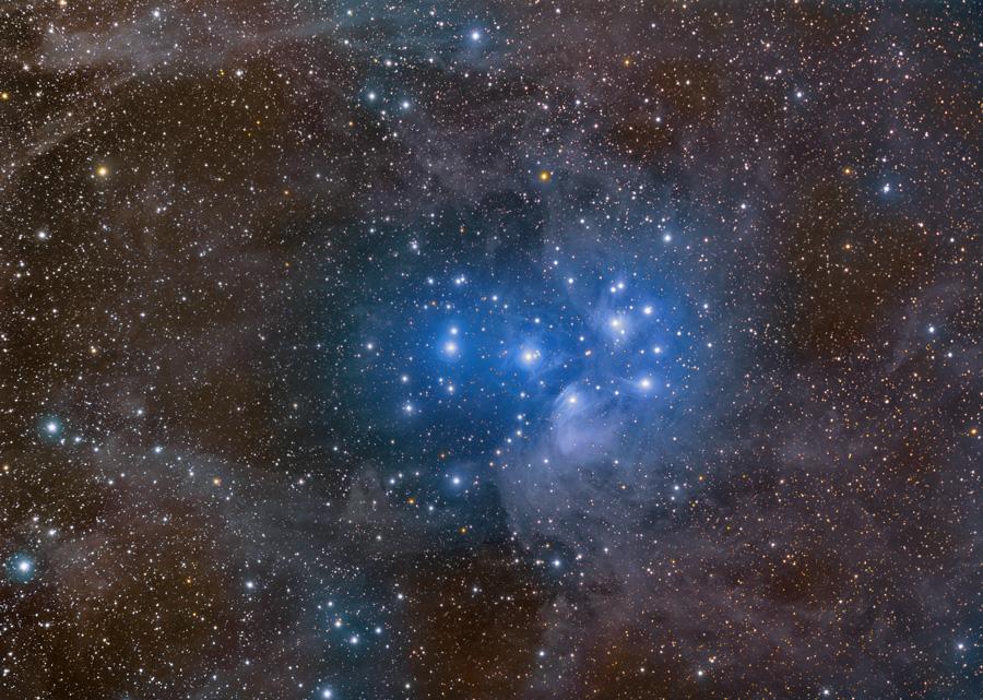 Las Pléyades y polvo estelar