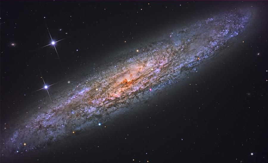 NGC 253: universo isla polvoriento