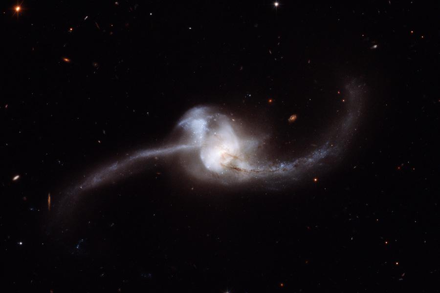 NGC 2623: fusión de galaxias desde el Hubble