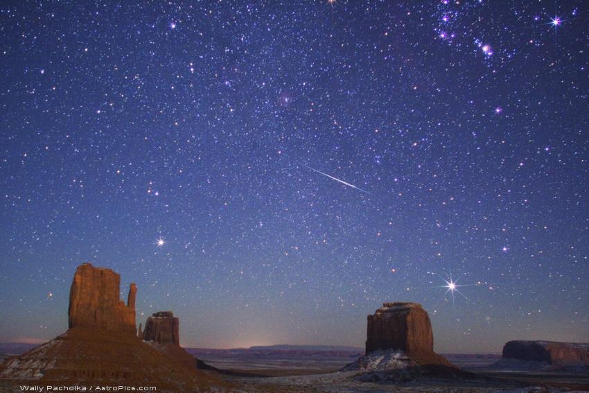 Meteoro de las Gemínidas sobre Monument Valley