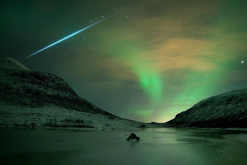 极光、流星、雪夜