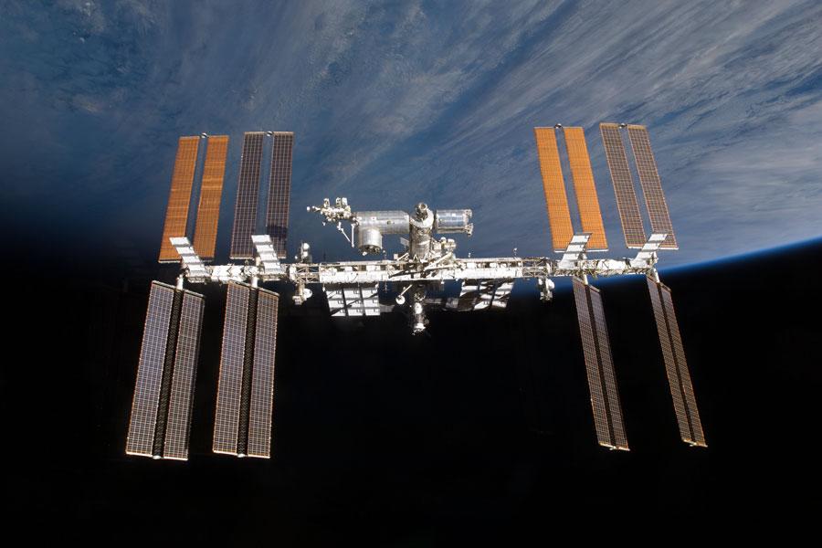 La Estación Espacial Internacional sobre el horizonte