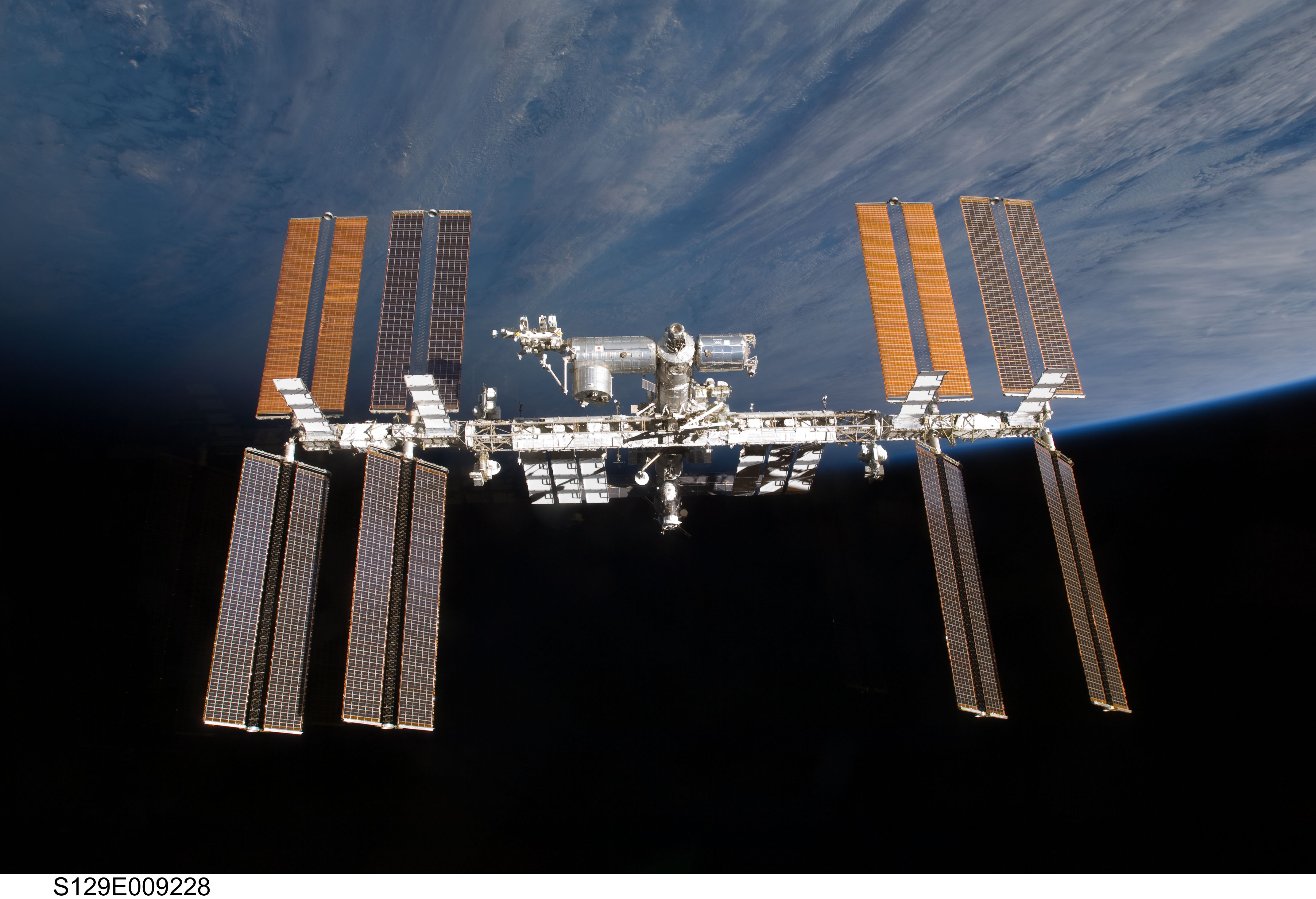APOD: 2009 December 7 - The International Space Station ...