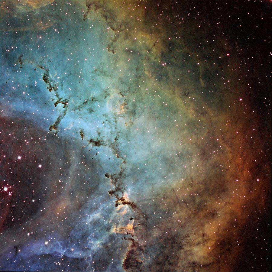Esculturas de polvo en la nebulosa Roseta