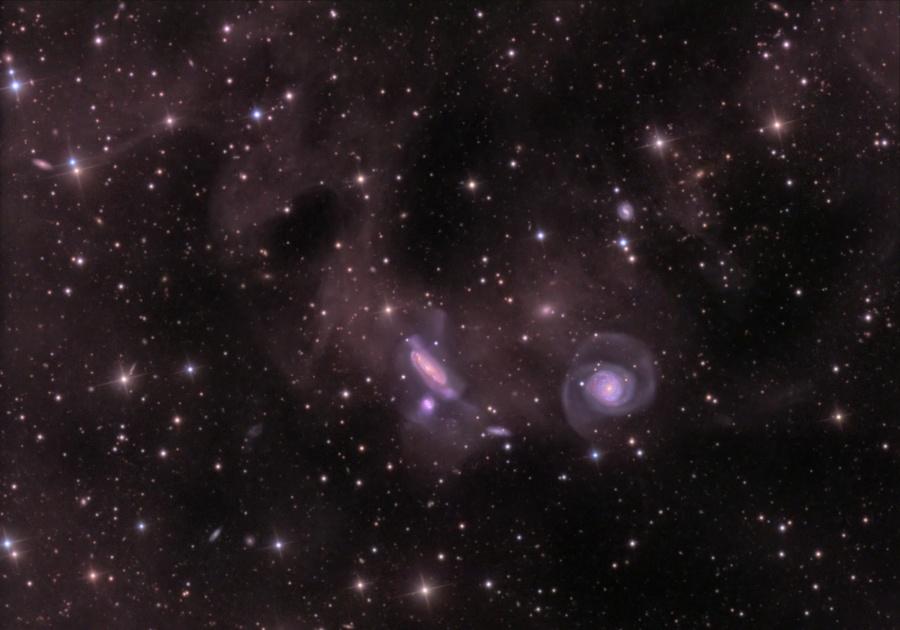 Polvo y grupo NGC 7771