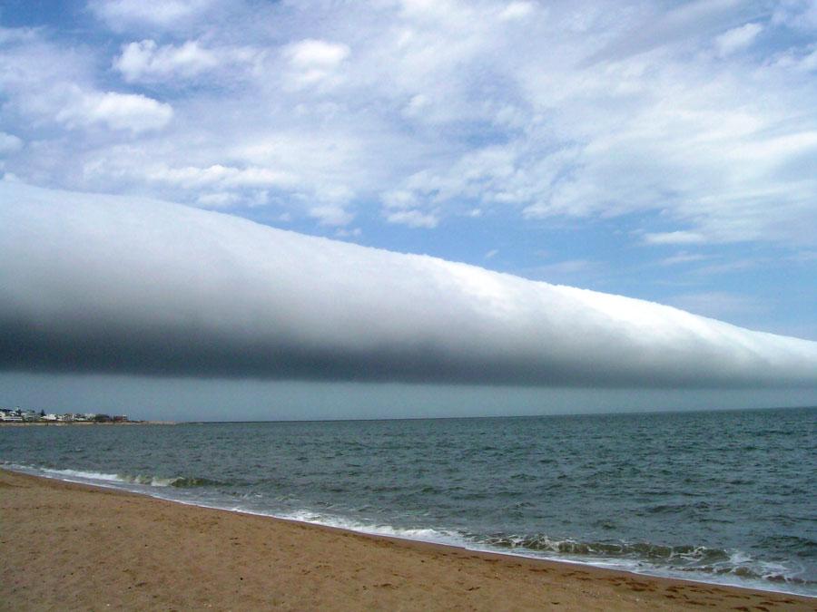 Una nube rodillo sobre Uruguay