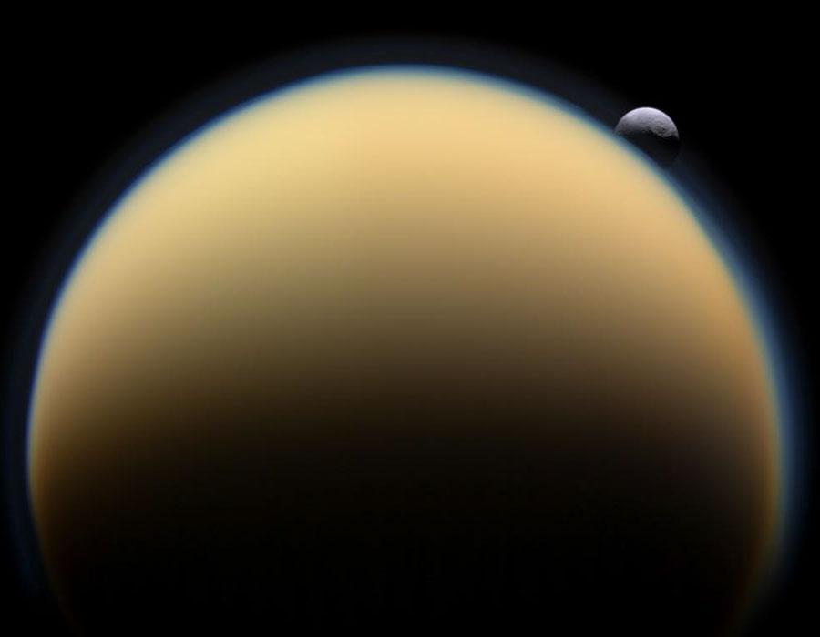Tetis tras Titán
