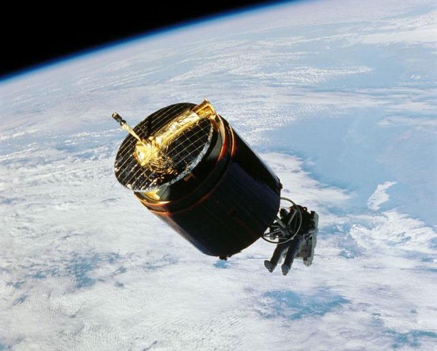 El astronauta que capturó un satélite