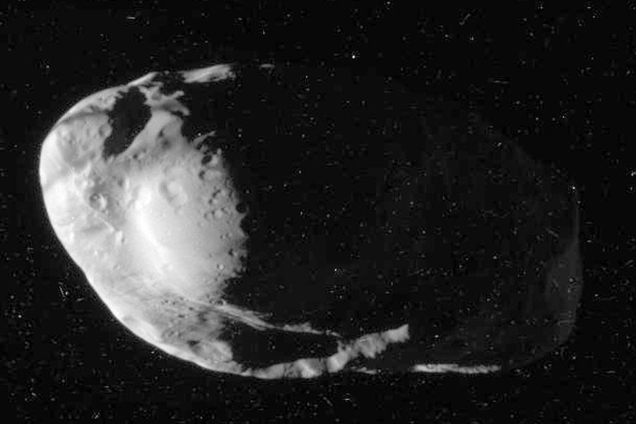 图片说明:牧羊卫星Prometheus(普罗米修斯),版权:Cassini Imaging Team, SSI, JPL, ESA, NASA