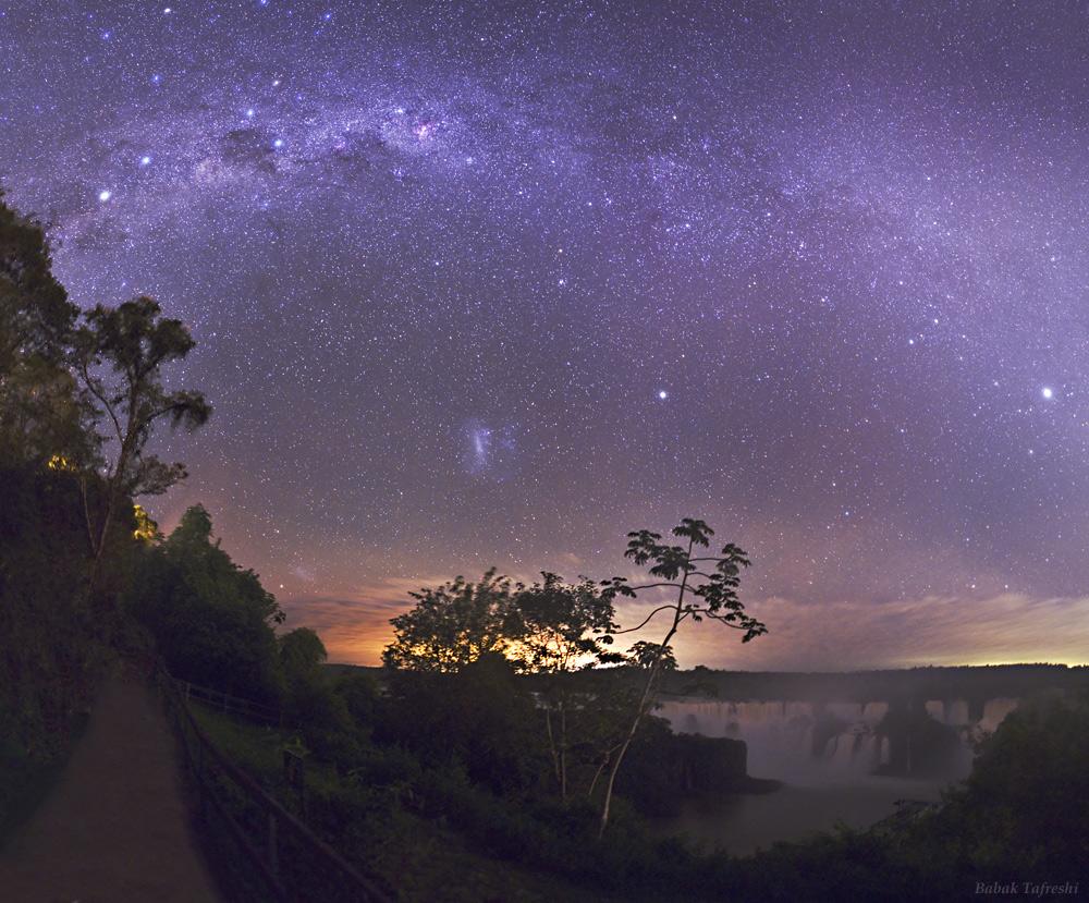 APOD: 2010 May 14 - Iguacu Starry Night
