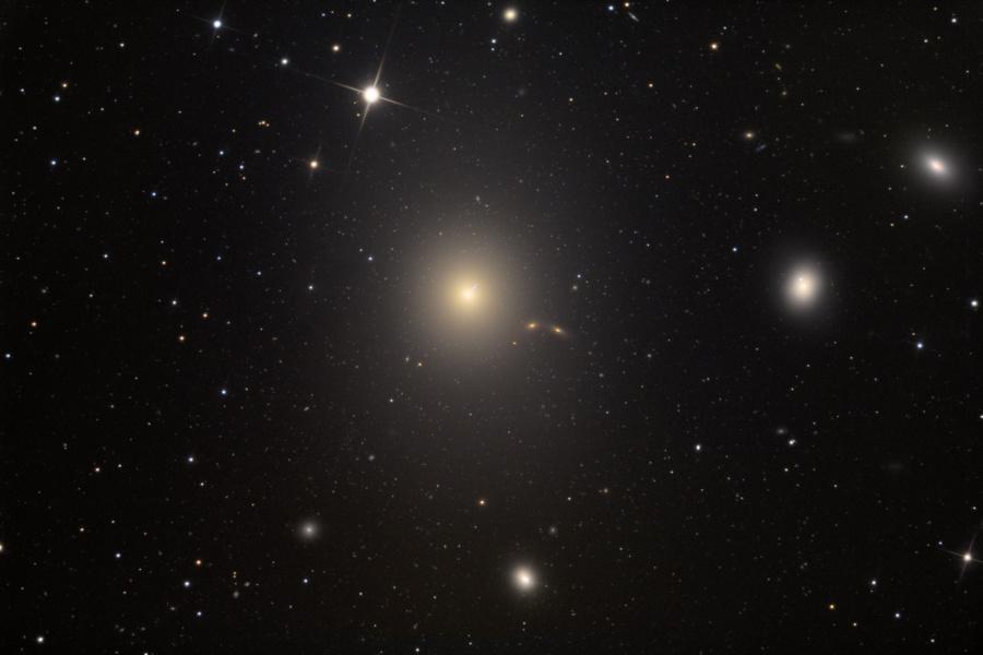 M87: Galaxia Elíptica con Chorro