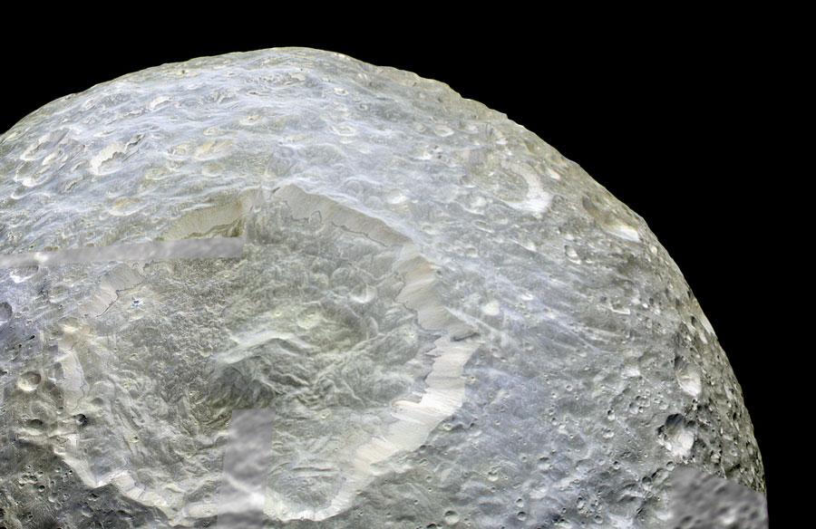 Cráter Herschel en Mimas de Saturno